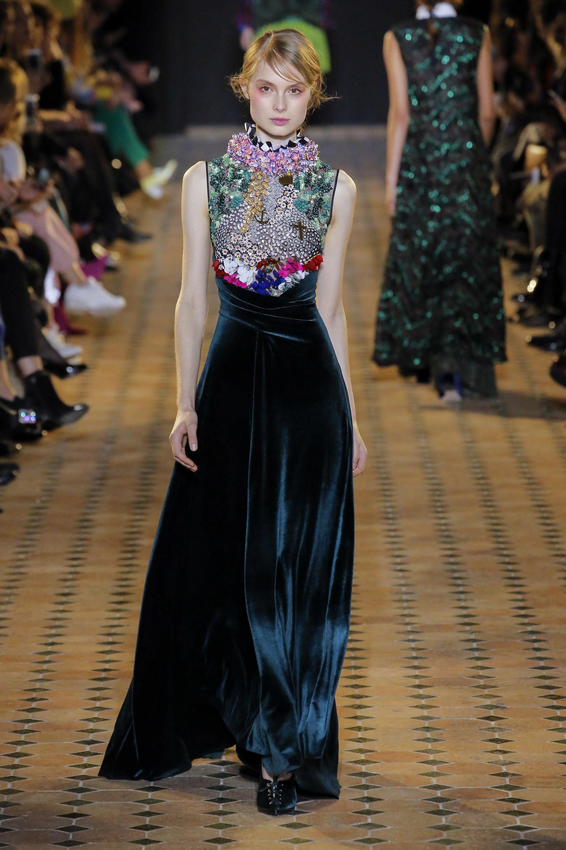 Tako Mekvabidze длинное бархатное платье 2019 расшитое камнями в области груди