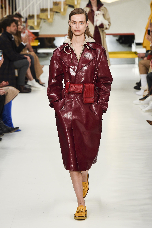 Tod's кожаное пальто с поясом 2019 бордового цвета