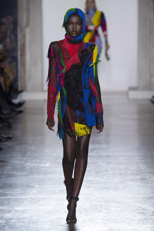 Versace яркое разноцветное платье 2019 с бахромой