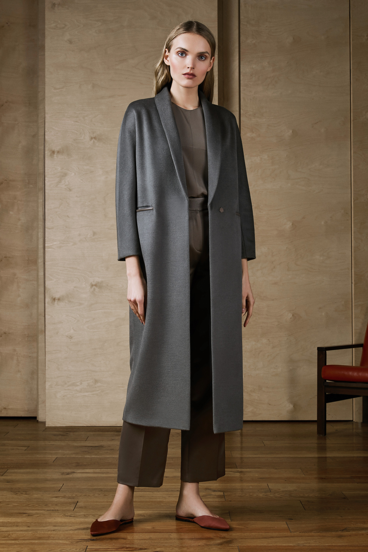 House of Fame элегантное прямое атласное пальто 2019 серого цвета.