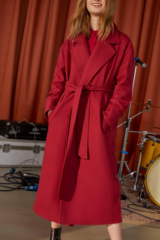 Vilshenko длинное пальто 2019 красного цвета с пояом