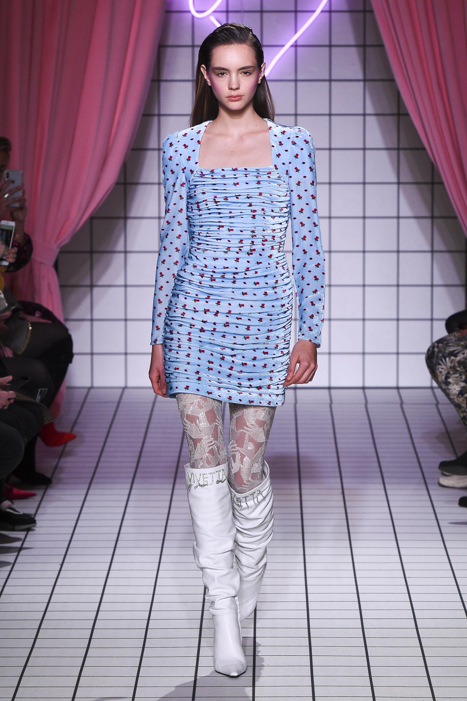Vivetta короткое сжатое платье голубого цвета 2019 с принтом