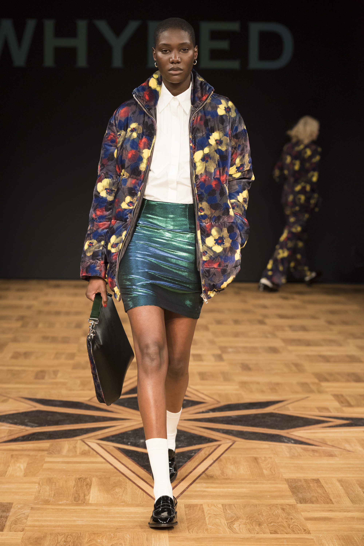 Whyred куртка с ярким разноцветным цветочным принтом 2019 с короткой юбкой
