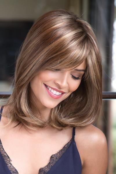 Милая и добрая прическа для длинных и средних волос женщины 40 лет