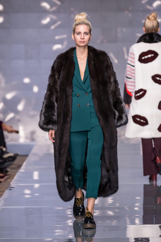 Меха Екатерина норковая шуба темно-коричневого цвета 2019