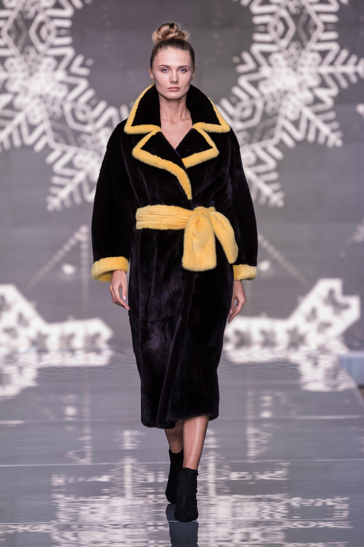 Меха Екатерина шуба черного цвета 2019 с широким желтым мехом
