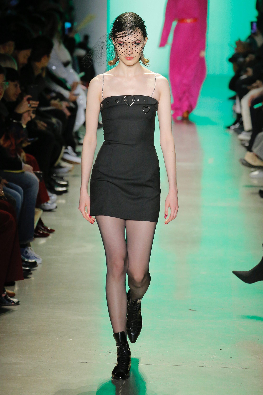 Adam Selman маленькое черное платье 2019 декольте