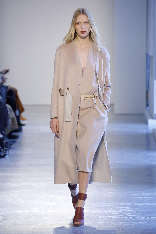 Agnona новая модель классического пальто 2019 в бежевом цвете