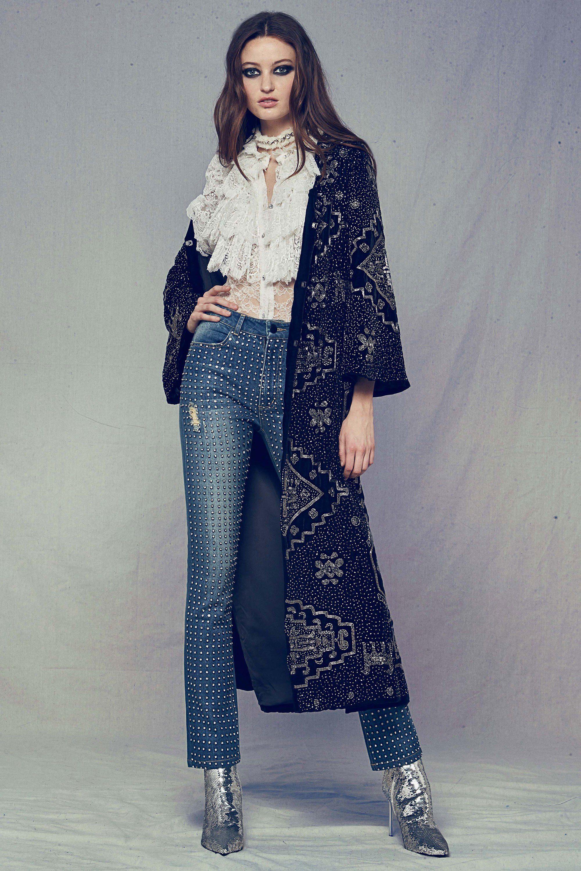 Alice Olivia джинсы с заклепками и длинным пальто, кружевная блузка 2019