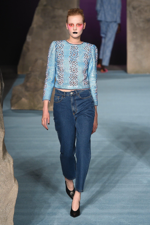 Экстравагантный макияж, модные джинсы 2019 в мужском стиле Ashley Williams