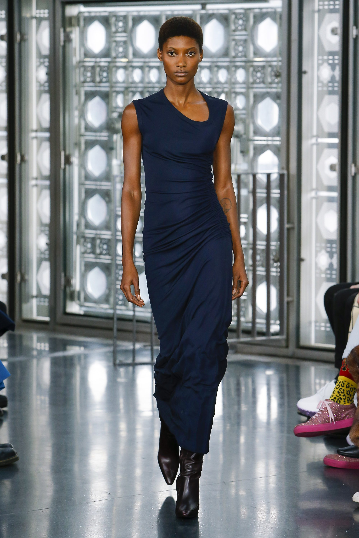 Atlein синее обтягивающее длинное платье 2019 с ассиметричным вырезом
