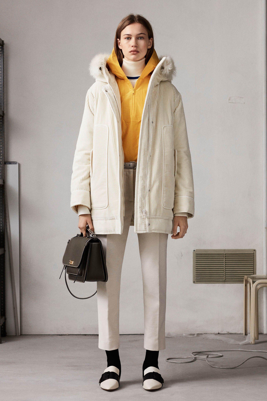 Bally женский пуховик 2019 белого цвета с мехом