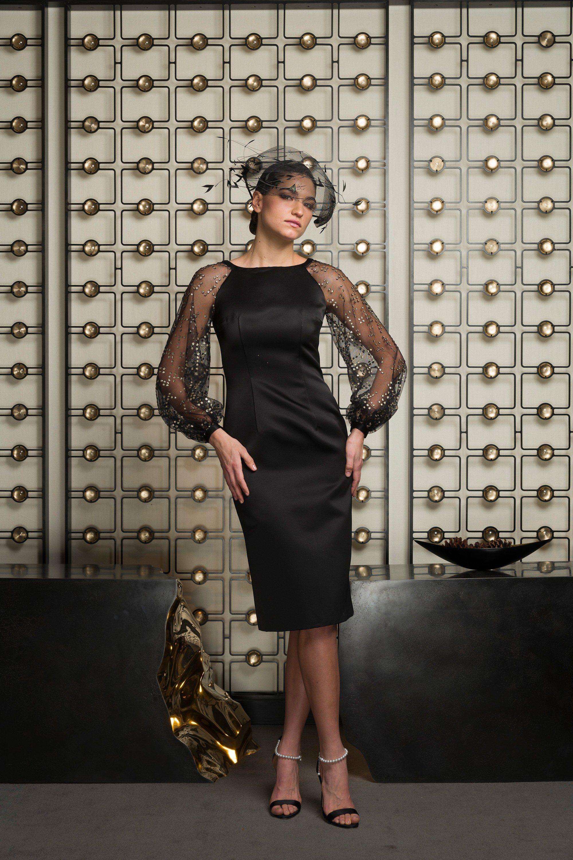 Barbara Tfank черное платье-футляр 2019 с длинными кружевными рукавами