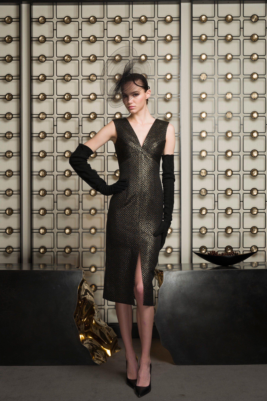 Barbara Tfank черное платье 2019 с золотым отливом