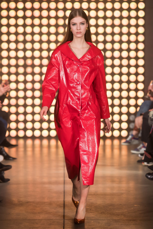 Beso Turá красное кожаное лакированное женское пальто 2019