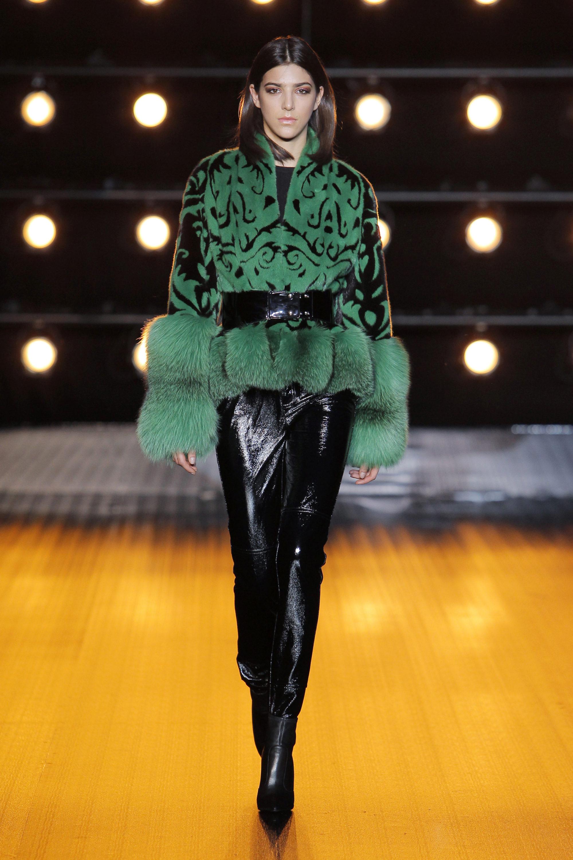 Braschi зеленая куртка с черными узорами 2019 с натуральным мехом зеленого цвета