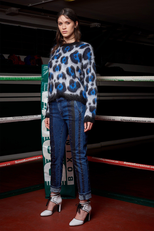 Dondup, привлекательные узкие джинсы 2019 с красивым декором и мягкой вязаной кофтой
