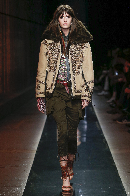 Dsquared² бежевая куртка с вышивкой 2019 с большим меховым воротником