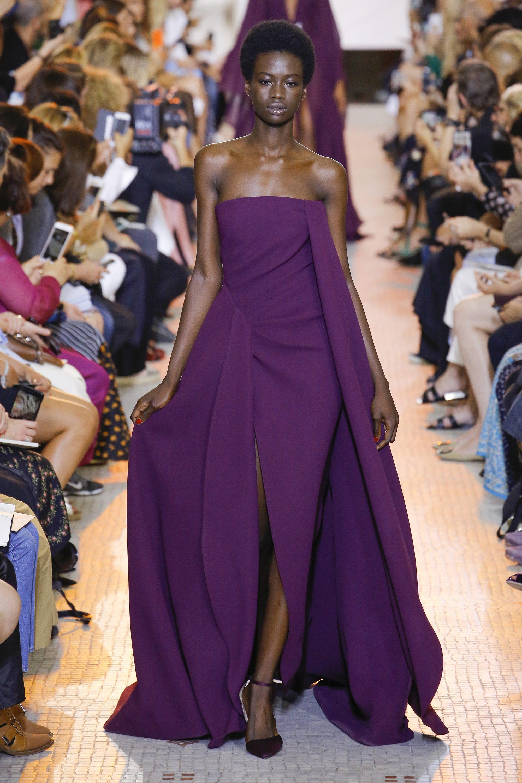Elie Saab длинное платье декольте фиолетового цвета 2019 с большим разрезом