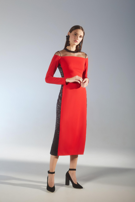House of Fame красное платье с черными вставками по бокам 2018-2019