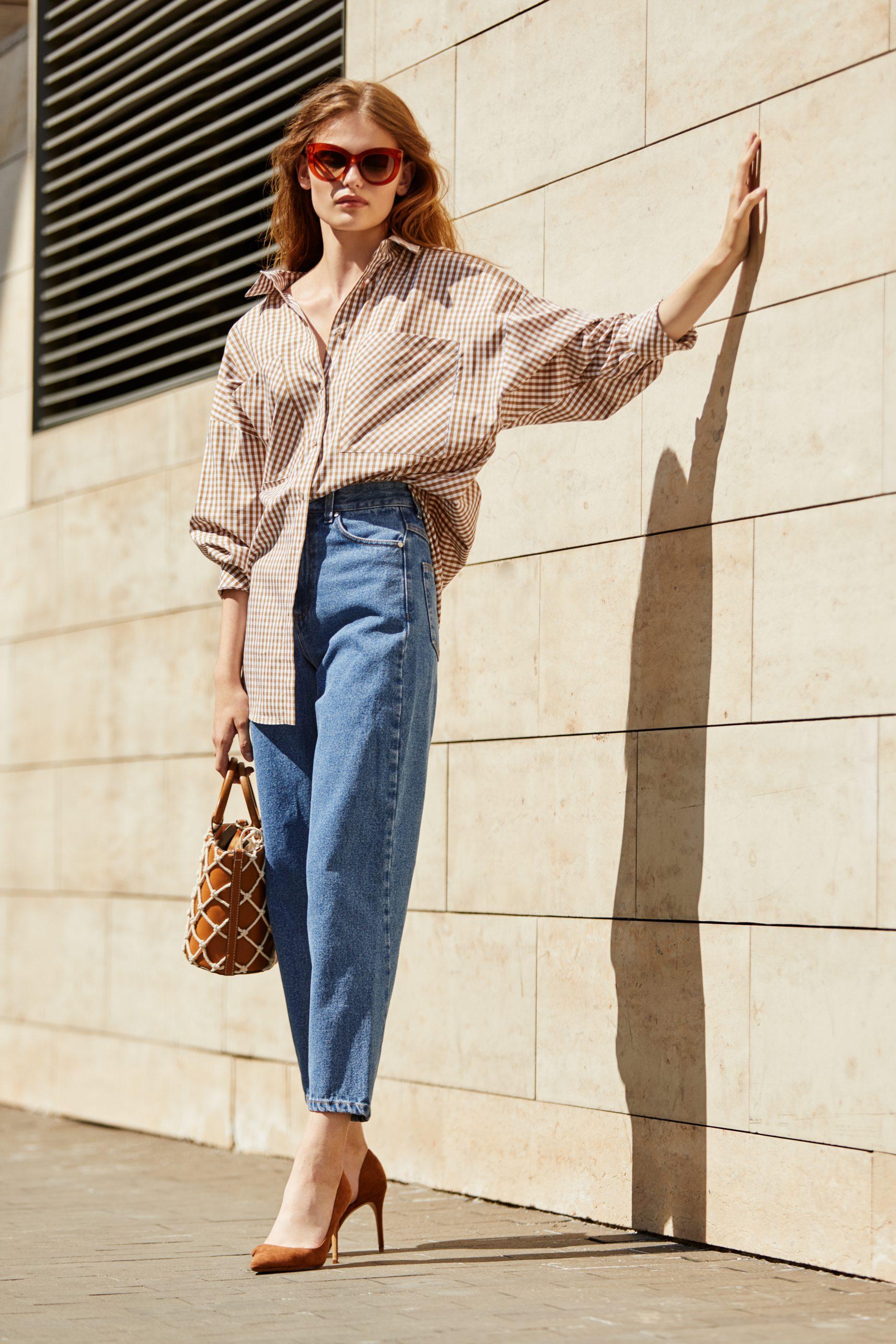I AM Studio, фото как модно в 2019 году носить женскую рубашку с джинсами