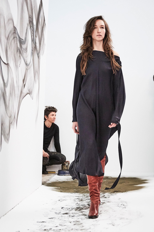 KES черное платье с длинным рукавами 2018-2019