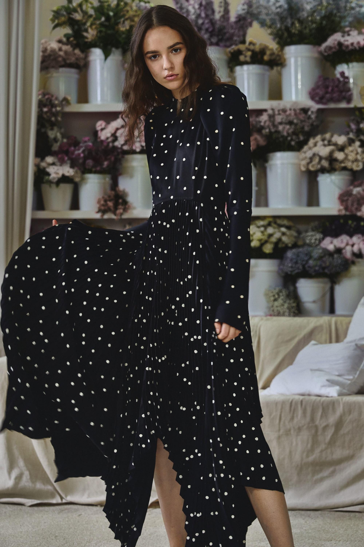 Khaite расклешенное платье черного цвета в белый горошек 2018-2019
