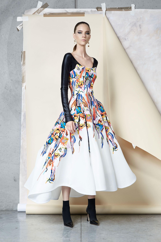 Maticevski раклешенное платье с цветочным принтом и длинными черными атласными рукавами 2018-2019.