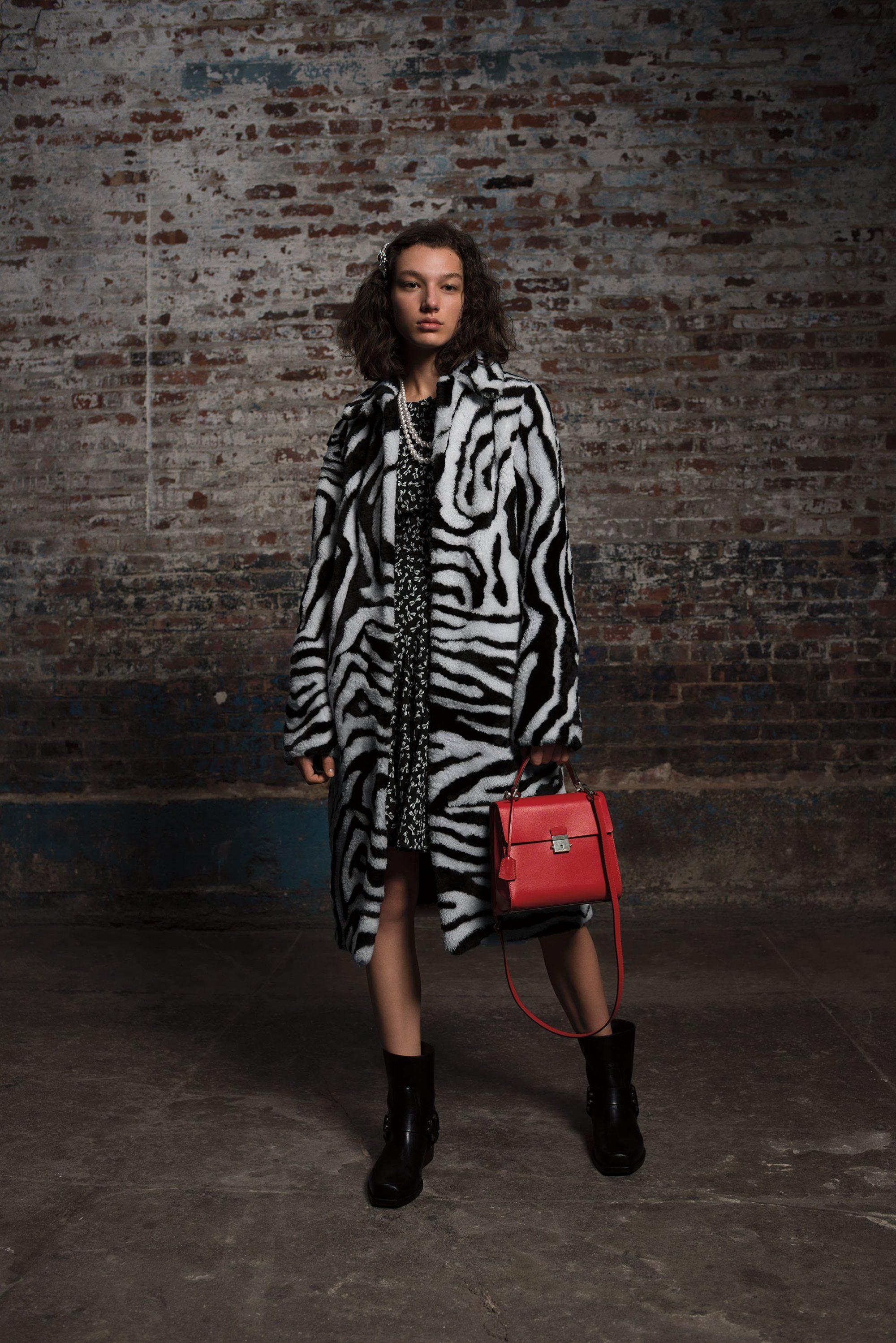 Michael Kors Collection модная шуба 2019 окрасом зебры