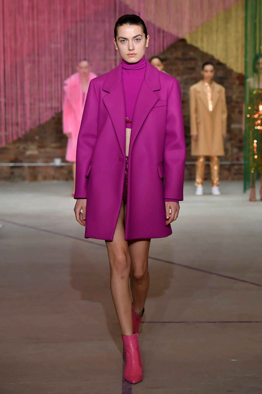 Milly малиновое пальто прямого силуэта - модель моды 2019