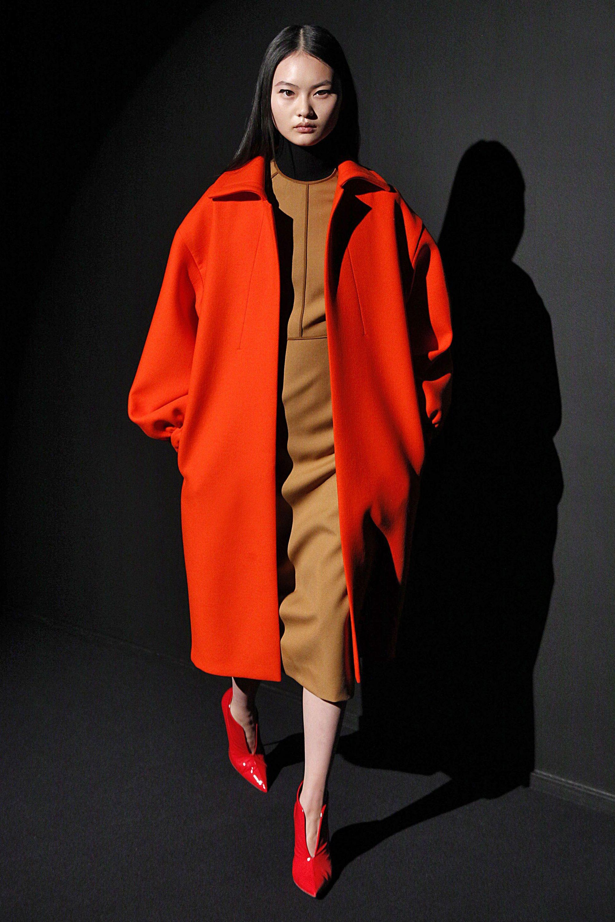 Narciso Rodriguez оранжевое пальто 2019 оверсайз