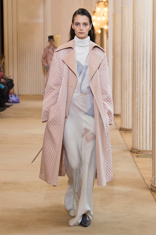 Nina Ricci нежно-розовое женское пальто 2019 с длинным платьем