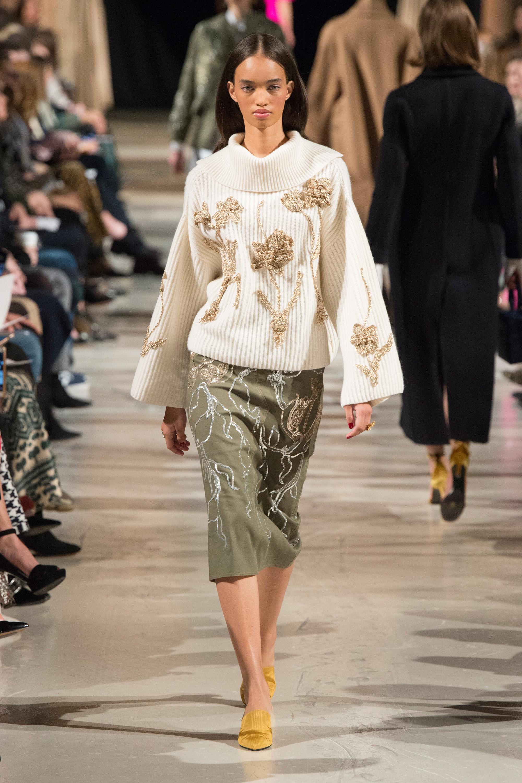 Oscar de la Renta белый свитер с красивым вышитыми цветами 2019 с узкой юбкой
