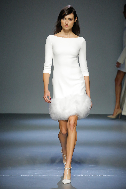 Pamella Roland белое платье с меховой бахромой 2018-2019