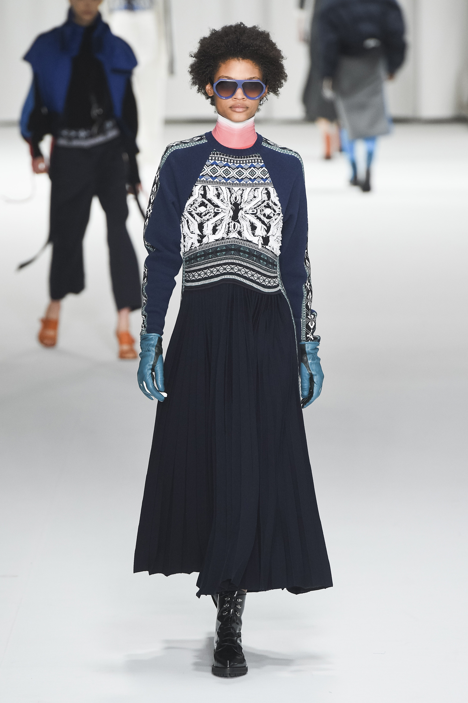 Sportmax удлиненное темное платье с вышивкой 2018-2019.