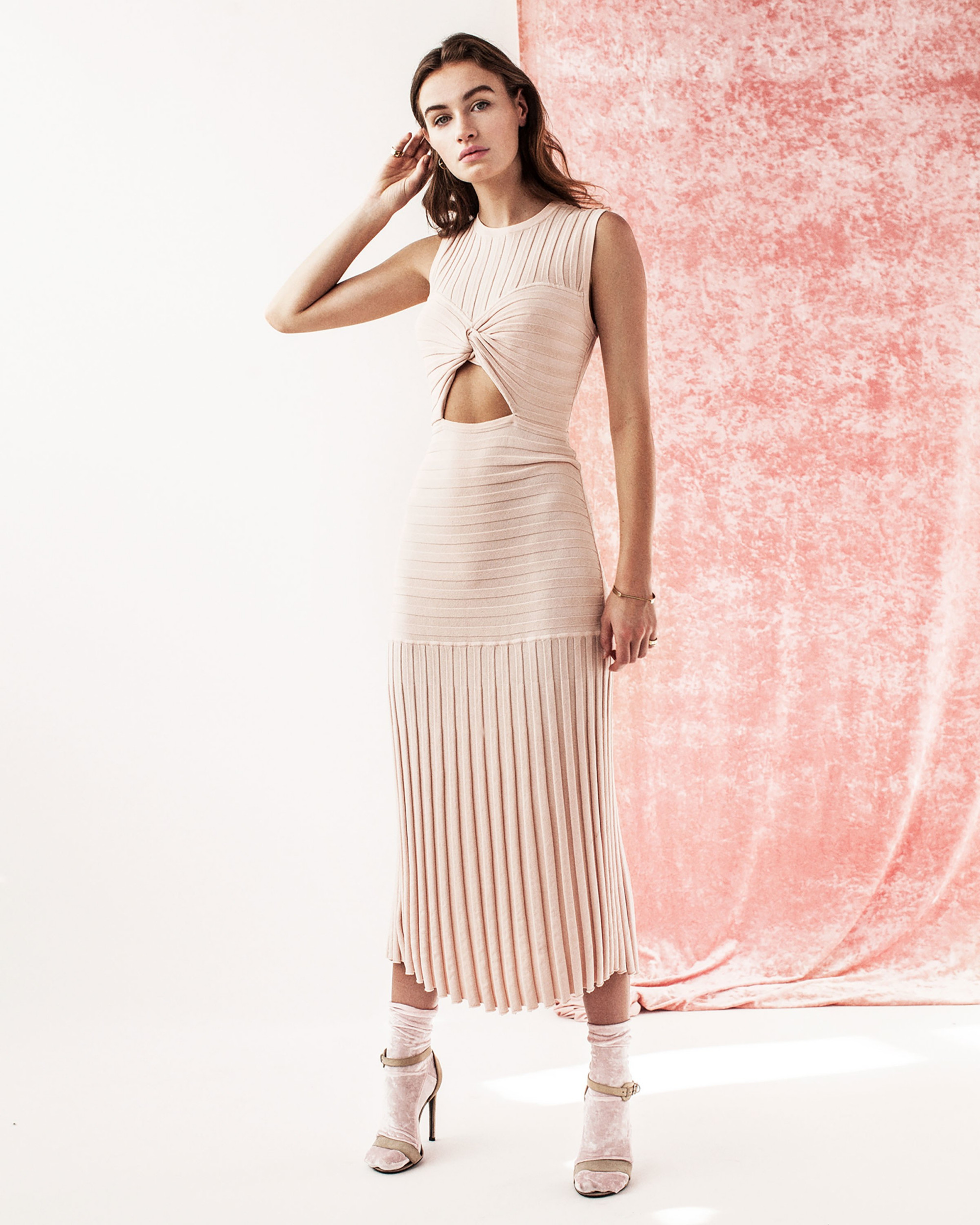 Tabula Rasa светло-бежевое платье с вырезом на талии 2018-2019