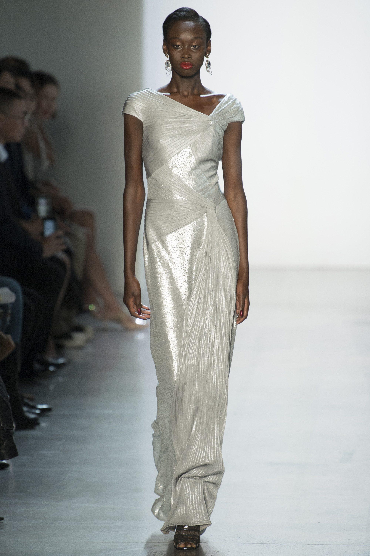 Tadashi Shoji длинное платье серебристого цвета 2019 с ассиметричным вырезом