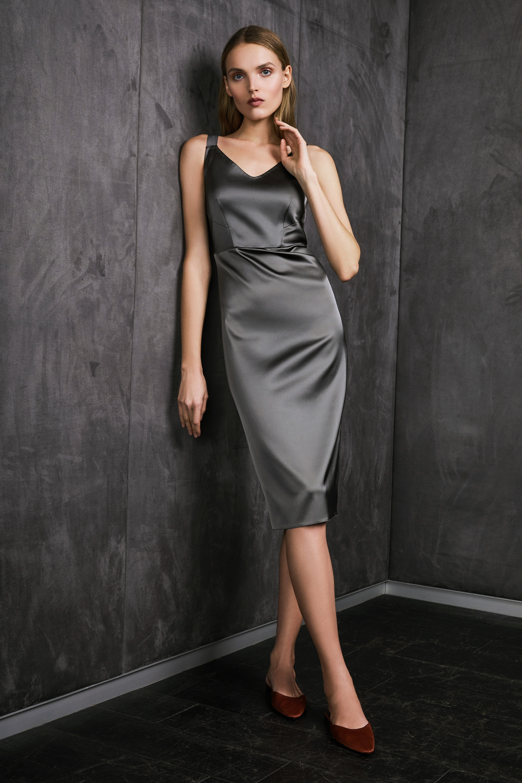 Vestiaire обтягивающее шелковое платье черного цвета 2018-2019