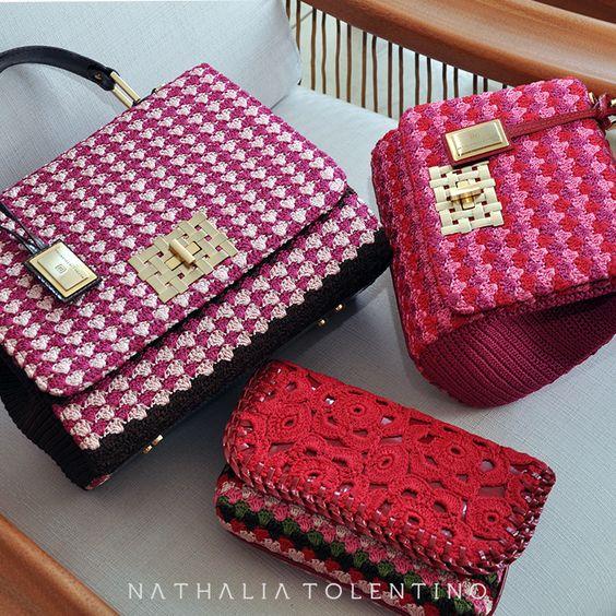 Вязаные сумки в розовом и красном цвете