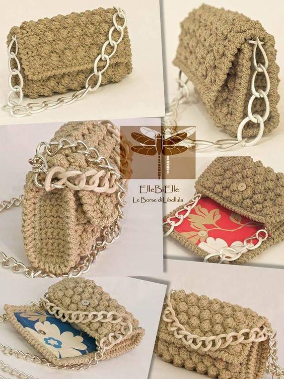 Фото вязаной сумки крючком и массивной цепью