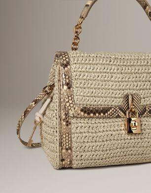 Вязаная сумка столбиками без накида и кожаной отделкой