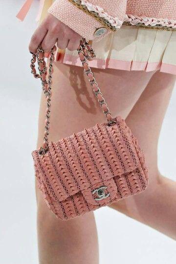 Оригинальная и модная вязаная сумка