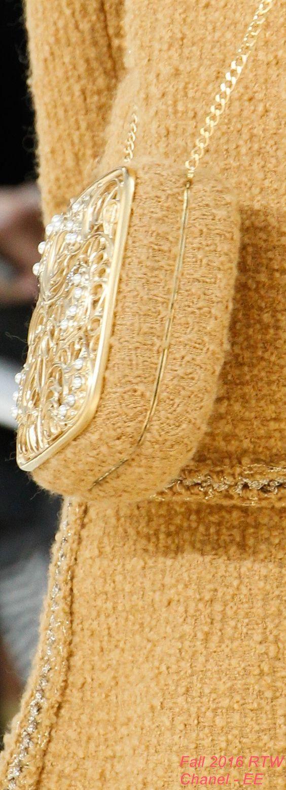 Фото декора вязаной сумки