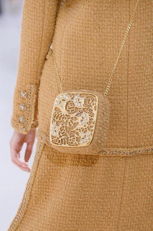 Модная вязаная сумка в известной коллекции