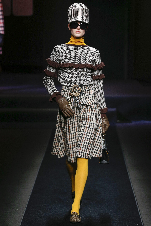 Daks модная кофта в серую клетку 2019 с рюшами коричневого цвета