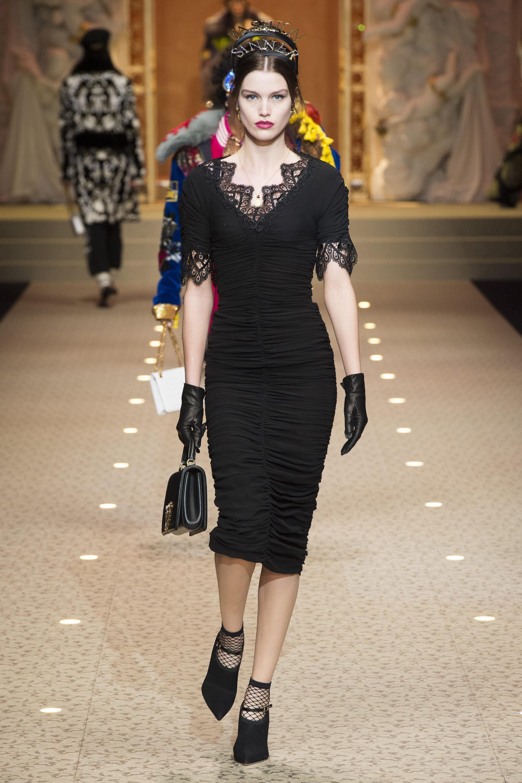 Dolce & Gabbana черное обтягивающее платье 2019 с кружевами