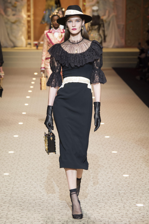 Dolce & Gabbana черное платье 2019 с белым поясом и кружевными рукавами и воланами