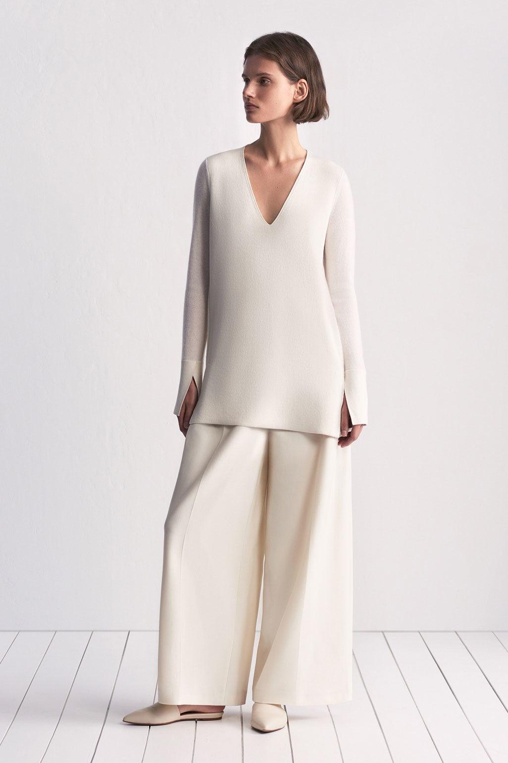 TSE элегантная кофта белого цвета 2019 с разрезами на рукавах