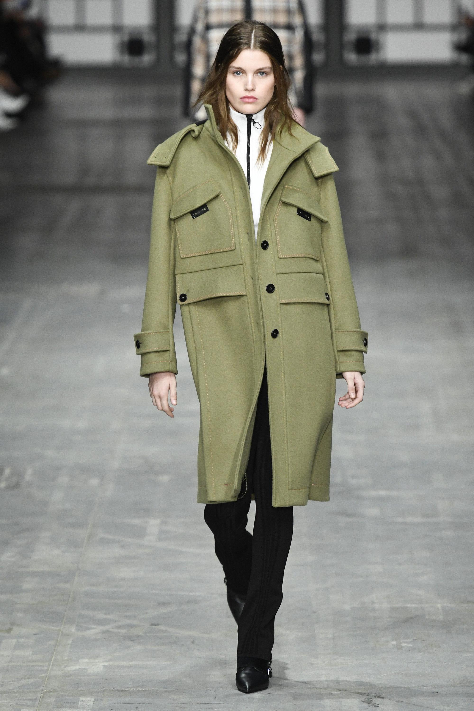 Trussardi пальто с накладными карманами, манжетами, погонами 2019 нежно-оливкового цвета