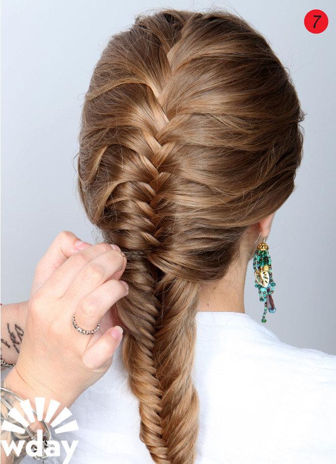 Женственная прическа для длинных волос - коса рыбий хвост